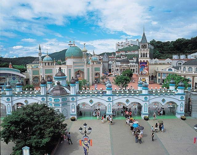 samsung and theme park in korea essay Visiting everland: what to do at south korea's largest theme park december 8, 2014, 4:05 pm before my recent visit to seoul, south korea, some friends tried to explain the major differences between the city's two major amusement parks.